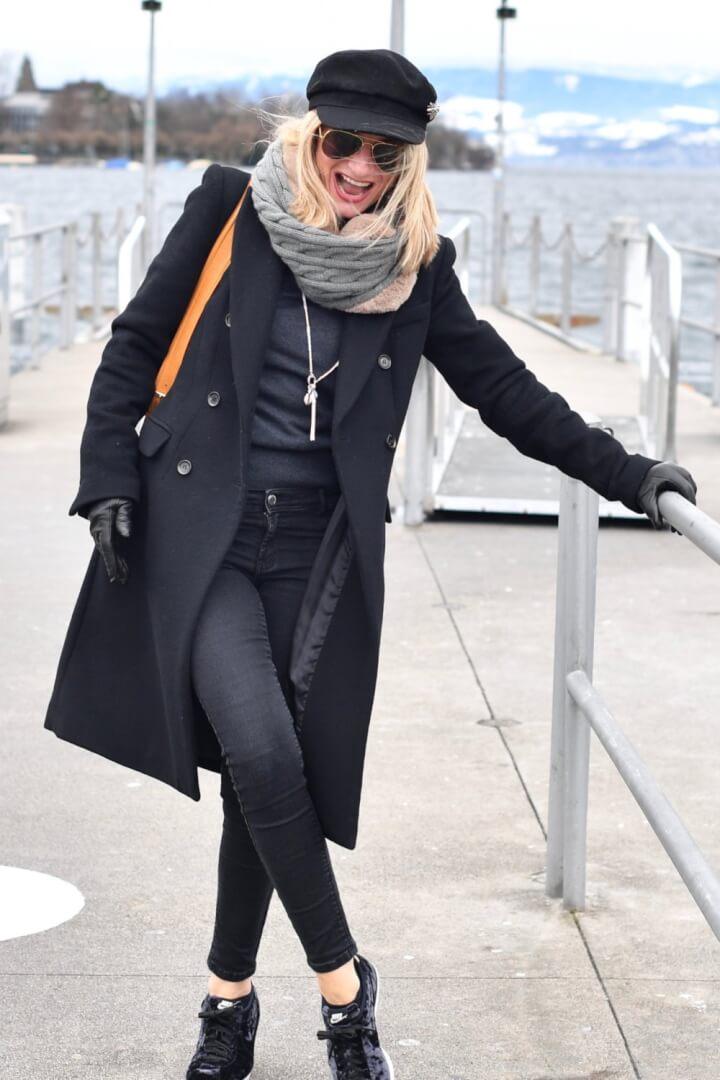 How Parisian Women Wear Sneakers in