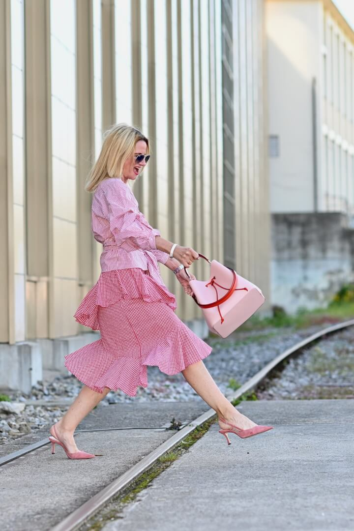6ab78d9098 How to Shop Your Closet: Create New Looks With Existing Wardrobe ...
